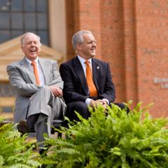 Pickens offers $100 million challenge for endowed faculty positions