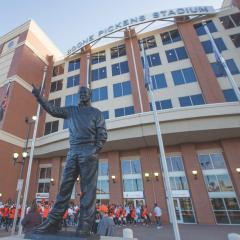 Boone Pickens statue unveiled